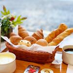 ティーケーピー カフェテリア - 【朝食】パン・スープ・ドリンクが食べ放題