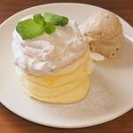 マロンクリームパンケーキ