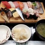 ジャンボおしどり寿司 - 料理写真:満腹にぎりセット1210円