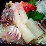 串揚げ くし将 - 或る日の刺身盛り(活イカ、アジタタキ、ホウボウ、ボタン海老)