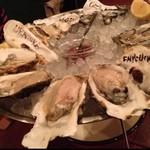 フィッシュハウスオイスターバー - 生牡蠣5種 仙鳳趾のがおいしかった。すごいミルキーでスパークリングワインまで甘くうまく感じます。