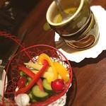 アルモニーア - バーニャカウダって、なんでこんなに美味しいんでしょうかね。 野菜好きじゃなくても、これならたくさん食べれる気がする〜( ›◡ु‹ )