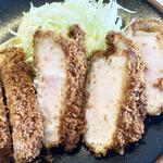 山本ロース - 料理写真:分厚くてジューシー!