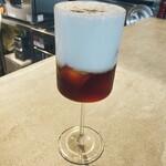カフェ&ワイン ネーラ - 2層のコーヒーmilk