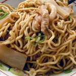 博多金龍 - 「金龍油そば」混ぜ混ぜしてスープと絡ませた太麺(カタメン)