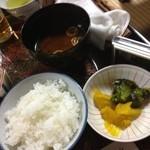 常盤館 - 〆にご飯・赤出汁・漬物