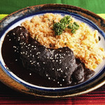 エル リンコン デ サム - お祝いの席では必ず出てきます。チョコレートをべースにしたメキシコ料理の最高傑作がこのモーレです。