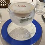 レストラン山崎 - 奇跡のりんごの冷静スープ、カプチーノ仕立て