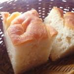 グラナータ TBS店 - セットのパン
