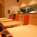 カフェ・キャトリエーム - 2人用テーブル6卓
