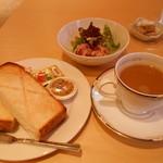 カフェ・キャトリエーム - ブランチのトーストセット