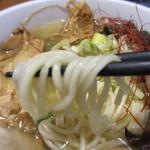 鶏魂 - 麺のアップ