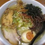 鶏魂 - 黄金清湯鶏そば(塩) 700円