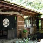 山菜料理 みたき園 - 園内には数箇所、食事できる場所があります