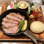 チーズと生はちみつ BeNe - 牛カイノミステーキ 1540円