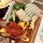 チーズと生はちみつ BeNe - オムレツ&チキンサラダ