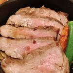 チーズと生はちみつ BeNe - 牛カイノミステーキ