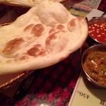 サンローズ インドレストラン&バー - シーフードとベジタブルカレー