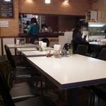 Cafe FUZIMI - 中央のテーブル席