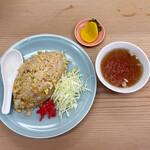 159914672 - 焼飯580円(スープ、お漬物、キャベツの千切り、紅生姜付き)
