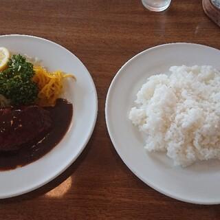 洋食 大かわ - 料理写真:デラックスランチ ヒラメのフライとハンバーグご飯大盛り
