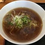華実苑 - 料理写真:醤油ラーメン(小)