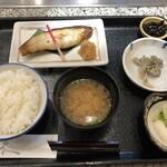 魚久 イートイン あじみせ - かれい白味噌漬定食990円