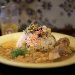 キッチン アンド カリー - 料理写真:2種=1400円。レモングラスとチキンのカレー+ひよこ豆とフェンネルのココナッツカレー