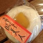 川田光栄堂 - 料理写真:赤飯まんじゅう、中に赤飯が入ってます。