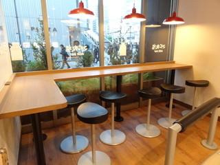 マザー牧場 milk bar アトレ秋葉原1店 - イートインコーナー
