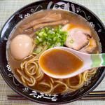 たけちゃんにぼしらーめん - 名前の通り、少しビター感の有る煮干し全開のスープ。
