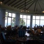 160792 - 大きな窓と低めの椅子が特徴