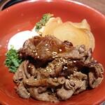 160012288 - 焼肉重の御膳1958円                       小鉢3種、ご飯、味噌汁付き。