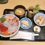 割烹 秋やま - 海鮮丼 1000円