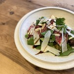 大阪 なにわ黒牛のタリアータ 天然クレソンと生アーモンド りんごのサラダ仕立て
