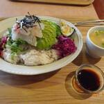 パサル キッチン - 真鯛とアボカド