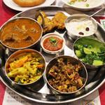 インド・ネパールレストラン プルナディープ - 料理写真:ダサインスペシャルセット(1990円)のフレッシュアチャール、グンドゥルックサデコ、サグ、チャトニ、マグロフライ、マトンカレー、キール