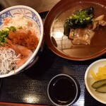 大衆酒場 ゑびす - 甘エビ入りカニしらすとびこ北の海鮮丼 味噌汁別オーダー