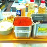 東京大学 中央食堂 - にんにく、コリアン唐辛子、ラー油