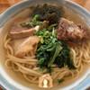 古謝そば屋 - 料理写真:古謝そば モズク、三枚肉、ソーキ、ほうれん草、かまぼこのトッピング 鰹の効いたやさしいスープが美味しい