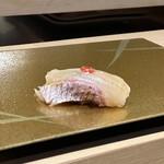 梅田 鮨 よこ田 - 鯛の松皮