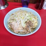 ラーメン二郎 - 料理写真:小(麺少なめ、ニンニク少なめ)