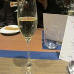 16012011 - まずは、スパークリングワイン