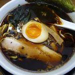ザ・ギョーザ - 黒ラーメン+煮玉子(2012/11/24撮影)