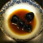 満拿 - あさりの漢方煮。一つ食べました。