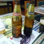 ジオダナ - ペルーのビール クスケーニャのレギュラーと黒
