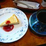 16018326 - 【然林庵…600円】【自家製チーズケーキ…580円】2012/11