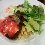 16018940 - ハンバーグとモツァレラチーズ入りトマトソース、ポテトドビシソワーズ、ペンネ、グリーンサラダ