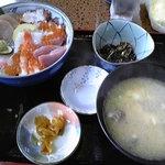 1602005 - 海鮮丼とあら汁定食