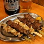 立飲みカドクラ - 2012.11 串焼おまかせ盛合せ5本(600円)豚のシロ、カシラ、テッポウ、ハツ、タン